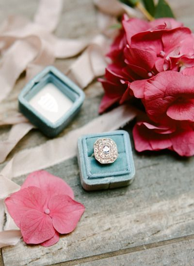Vintage engagement ring: www.stylemepretty...   Photography: Rebecca Yale - rebe...