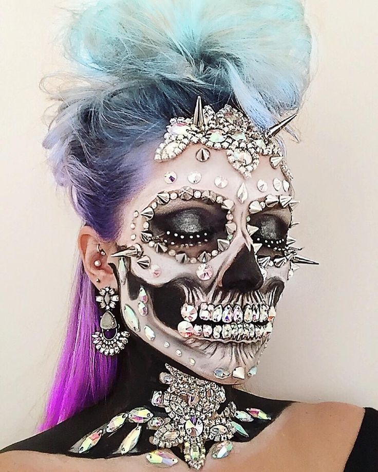 Makeup artist and wig maker, Vanessa Davis, posts amazing skeleton cosmetic crea...