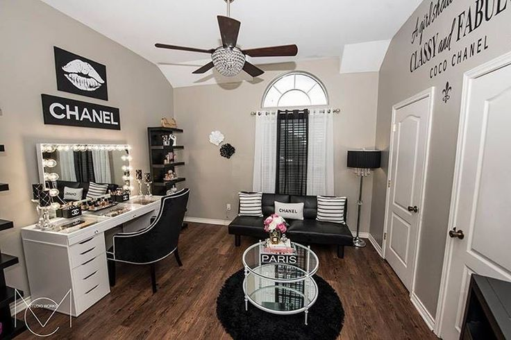 Wow! ✨ Drooling over this glam room from Karina Cabuto Hernandez! Seriously to...