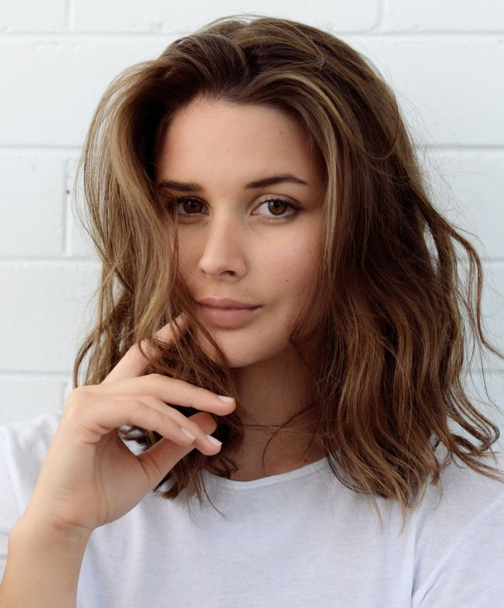 Chopped lob hairstyle with loose waves | Harper & Harley