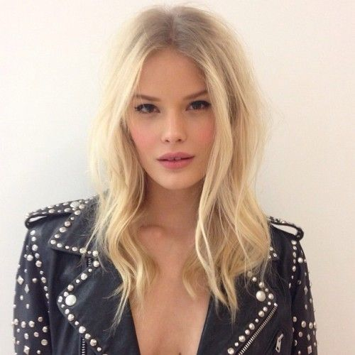 For an easy medium length hairstyle try a below the shoulder cut with loose wave...