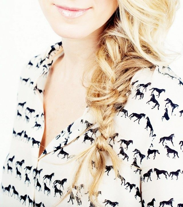 Love this chic and messy fishtail braid