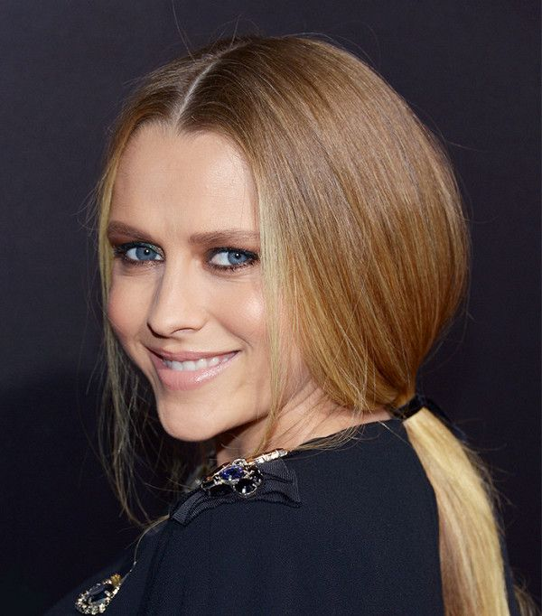 Teresa Palmer's loose, low ponytail is perfect for fall