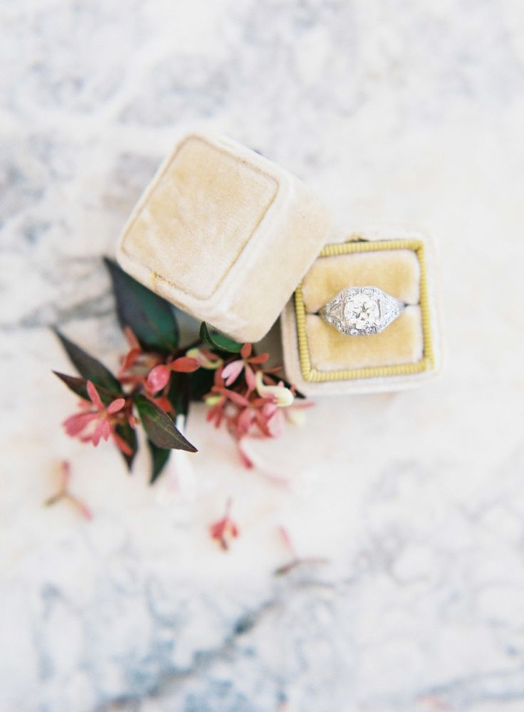 Art deco engagement ring | Photography: Kayla Barker Fine Art Photography