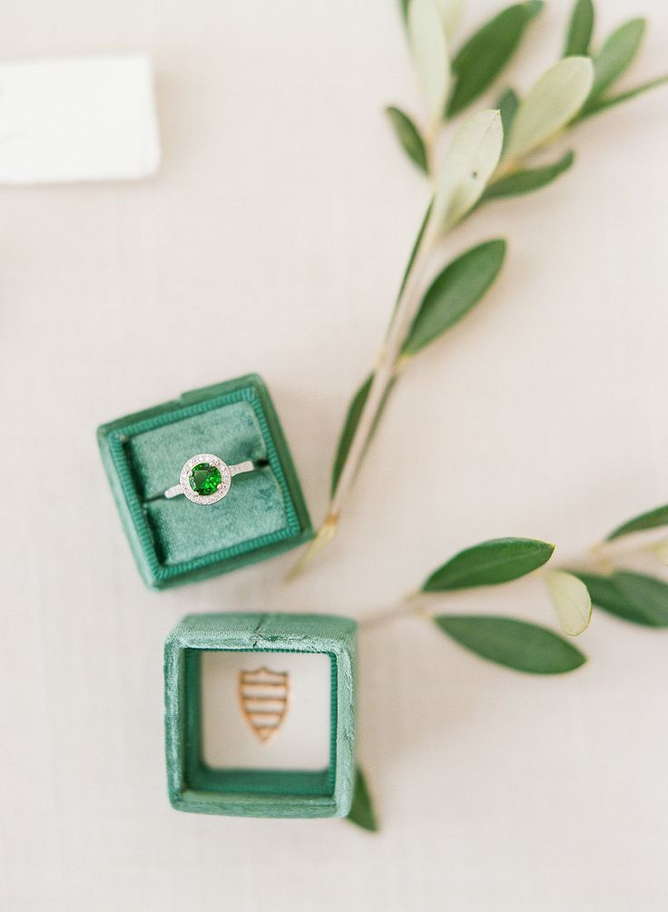 Emerald ring | Photography: The Ganeys