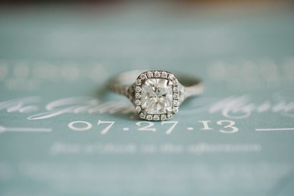 Engagement ring and wedding date photo: www.stylemepretty... | Photography: Love...