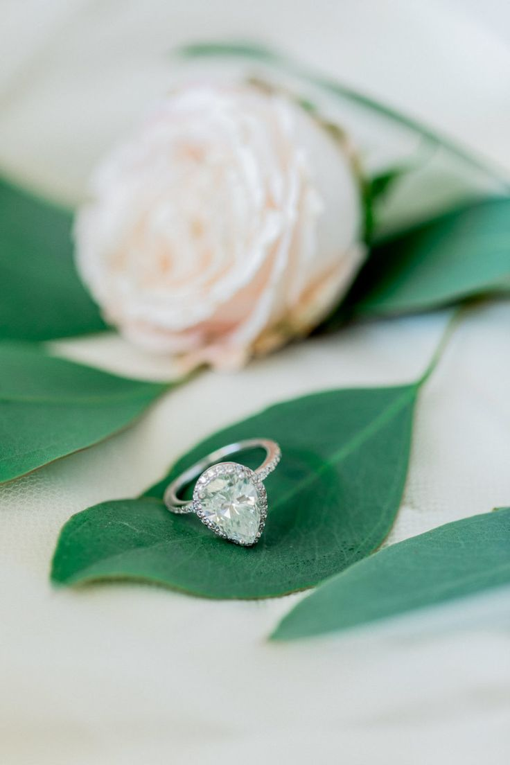 pear shaped engagement ring | Photography: Anna Roussos