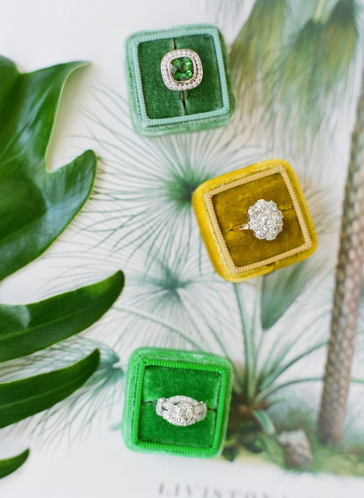 Pretty ring boxes | Photography: Jose Villa Photography