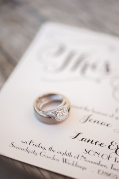Romantic Oak Glen garden wedding: www.stylemepretty... | Photography: candiceben...