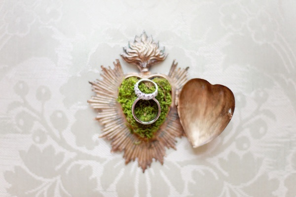 such a unique ring holder. j'adore  Photography by simplybloomphotog...