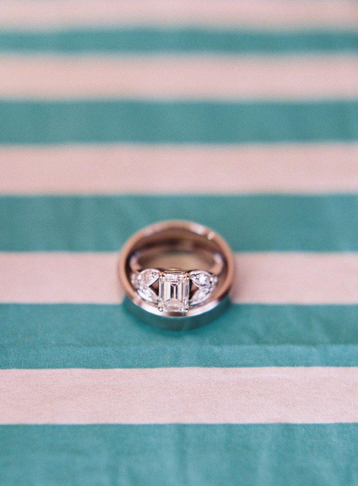 super unique engagement #ring | Photography: Jessica Lorren - jessicalorren.com
