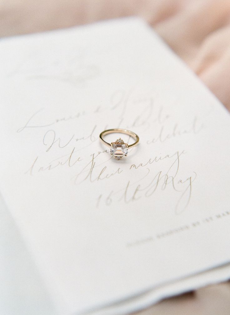 Unique diamond engagement ring with gold band | Photography: Sophie Epton Photog...