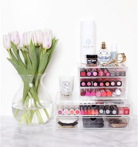 28 Pretty Ways To Organize Your Vanity Before The New Year | The Zoe Report