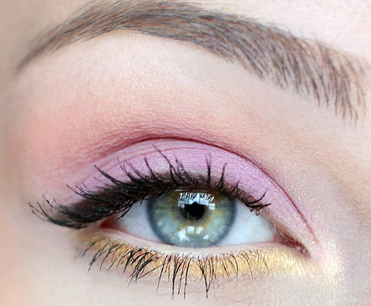 Check out our favorite Juicy pastels inspired makeup look. Embrace your cosmetic...