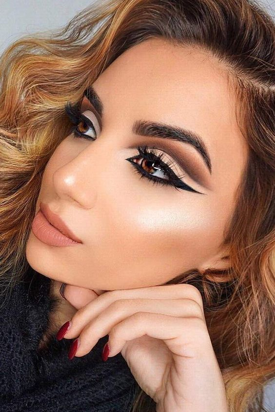Cut crease makeup is one of the recent fabulous trends that you should definitel...