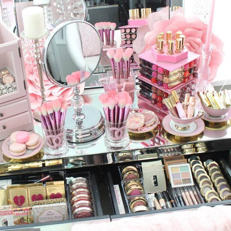 """""""Dreamiest pink love vanity!! stephanie lewis she's close to 100k! Show th..."""