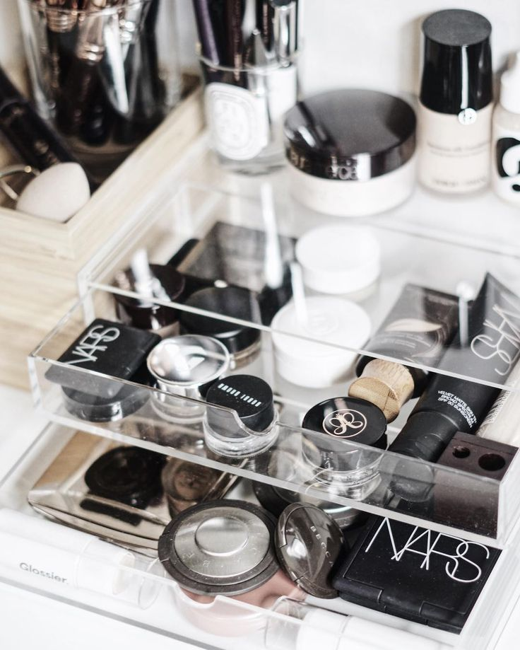 Minimal Makeup Storage