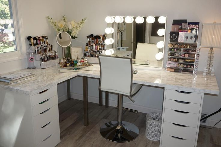 Serious glam goals! Amazing vanity station from @erikamariepapa featuring our #i...