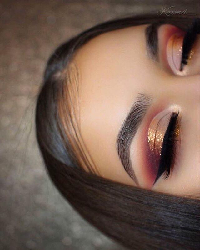 Shadows: Violet Voss Holy Grail palette. Glitter: Copperella from #shopvioletvos...