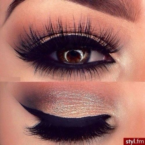 I think this makeup look should be perfect for proms or any other glamorous even...