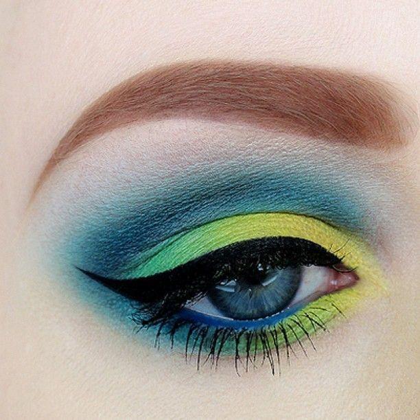 Iced Color Makeup - 21 Dramatic Colorful Makeup Tutorials