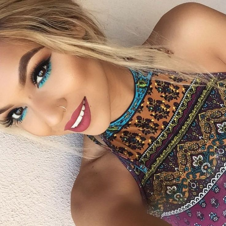 Turquoise takes us away to our happy place! Shirley Clary used the 35U on her wa...