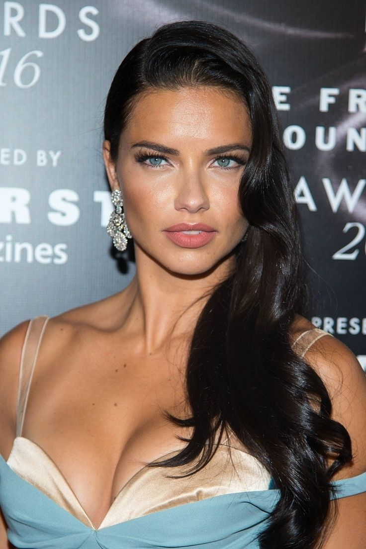 Adriana Lima's old Hollywood-inspired 'do is gorgeous