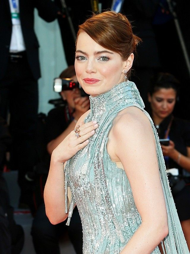 Emma Stone's sleek updo is so beautiful