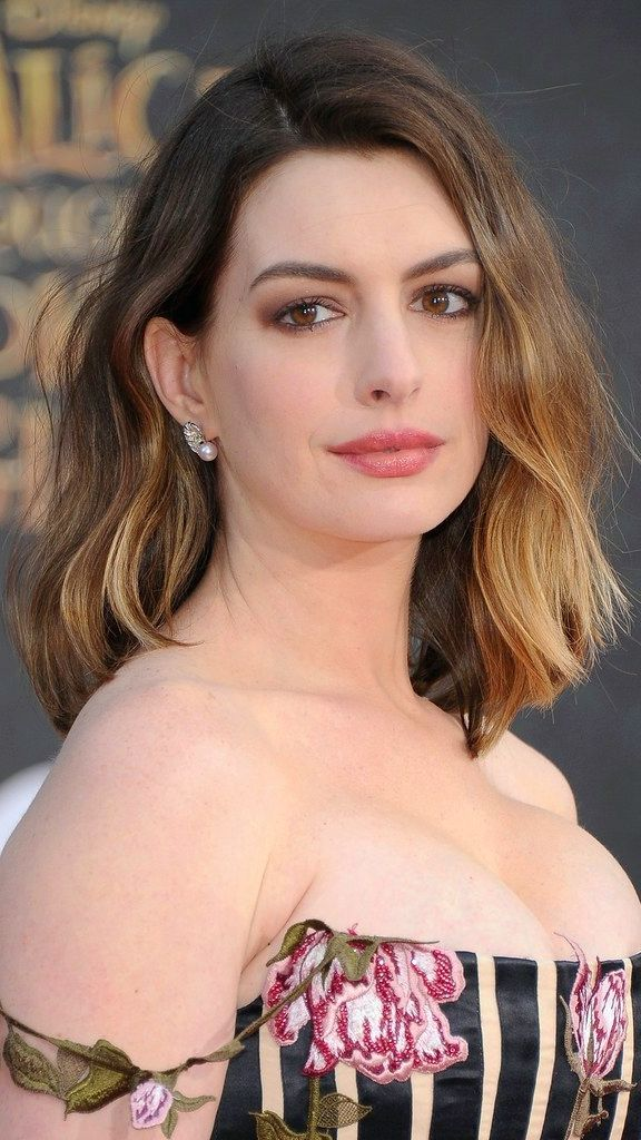 Loving Anne Hathaway's ombre lob