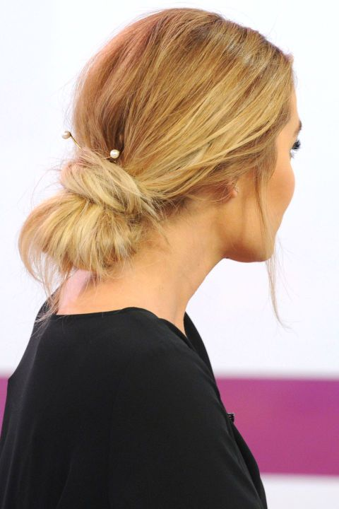Loving Lauren Conrad's low bun and pearl accessories