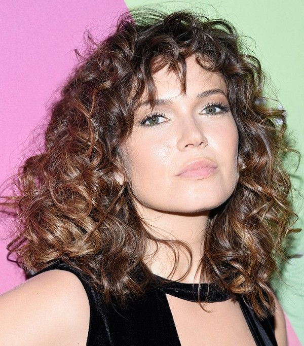 Mandy Moore's '70s, French-girl curls are hair goals