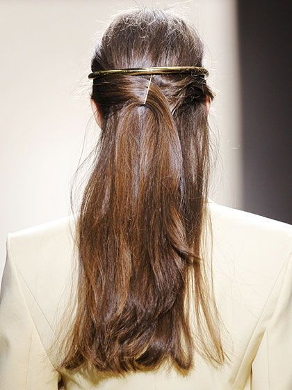 This backwards headband look is perfect for fall