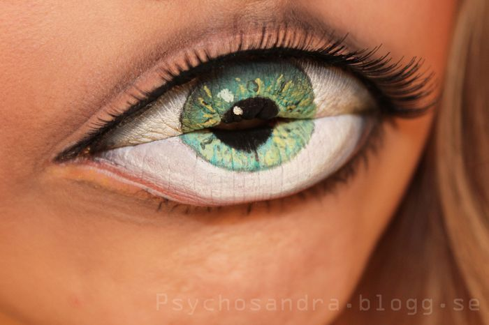 Lips with Eye Makeup - Does my head in looking at this!