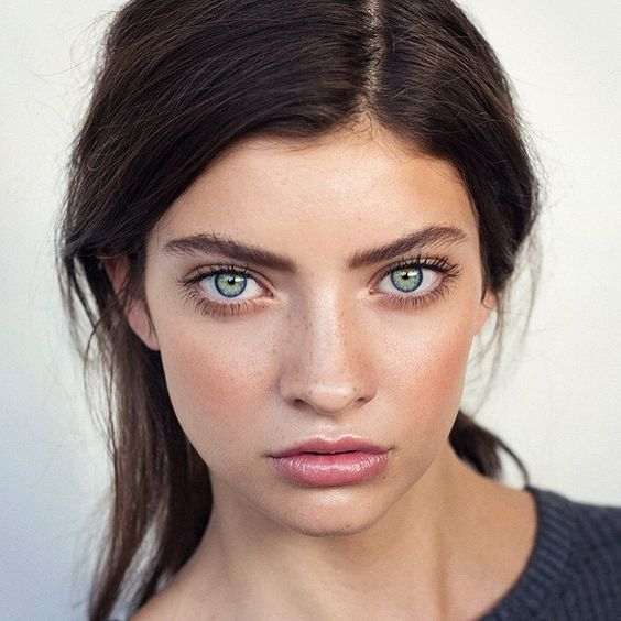 Love this simple and natural makeup look! Try Aura Multi Use by Vapour Organics ...