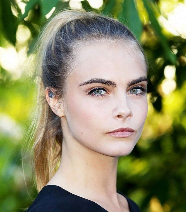 Can't get enough of Cara Delevingne's beautiful brows, soft pink pout, a...