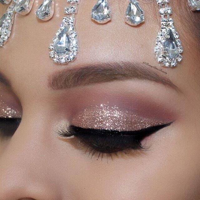 ✨✨Hello my babes !! Cut crease glitter glam ❤️️ Huda Beauty Евген...