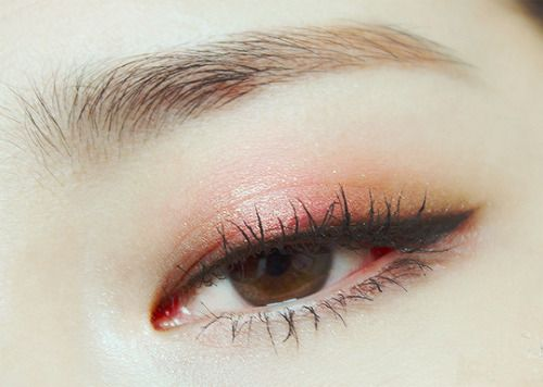 I am so in love with this natural looking eye makeup...  Gonna give it a try....