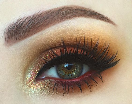 Ok so we need to talk about how perfect the Venus 2 palette by @limecrimemakeup ...