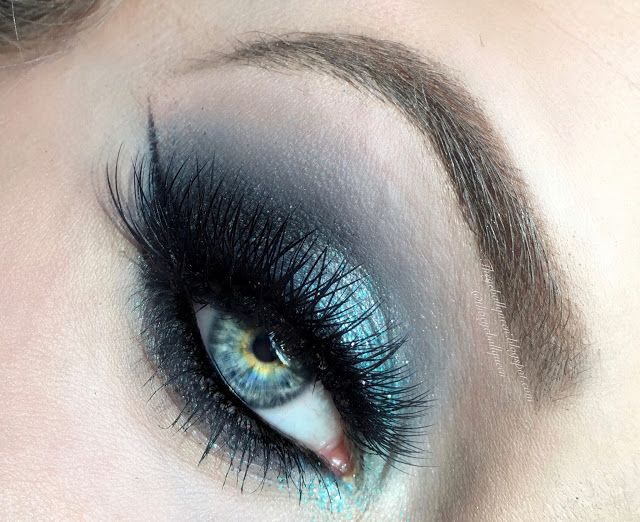 The Eyeball Queen: Smokey Blue Glittery Hues Makeup Tutorial FT. Urban Decay Ali...