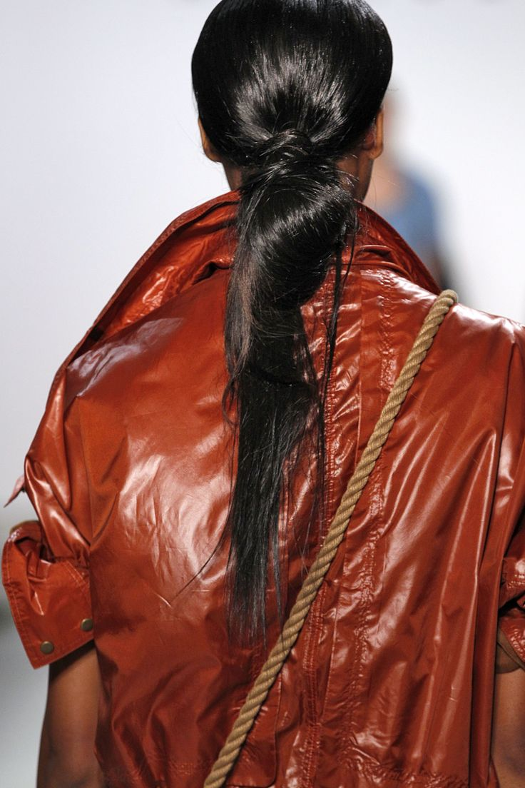 Low-knot meets ponytail