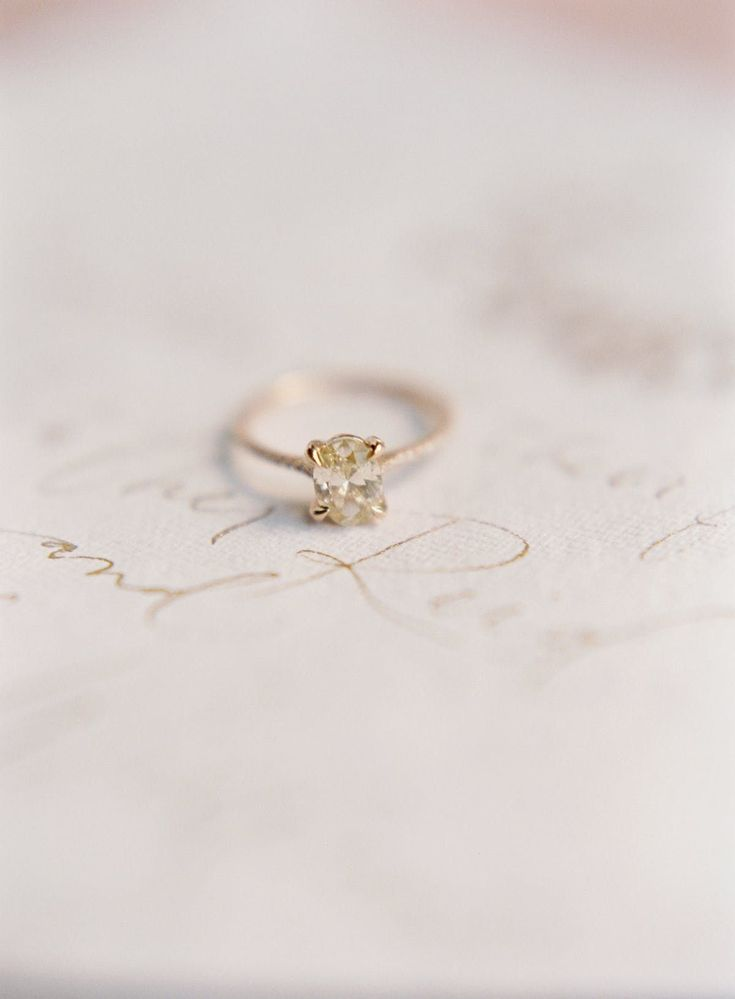 Sweet engagement ring.     www.stylemepretty...    PHOTOGRAPHY Heather Payne | F...