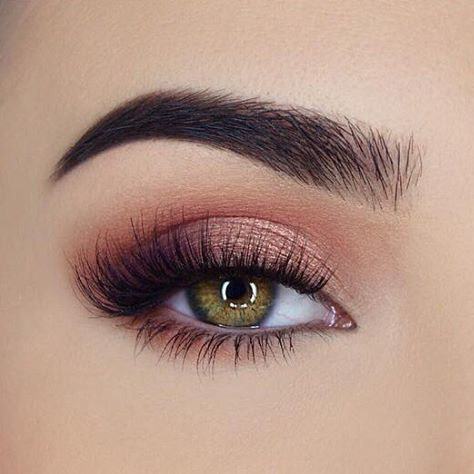 In awe with this peachy eye look from @miaumauve. She uses @toofaced Sweet Peach...