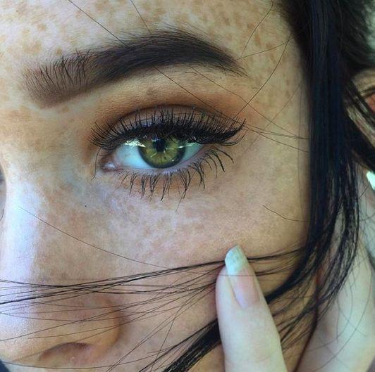 What makeup shades flatter green eyes? We asked four celebrity makeup artists ho...