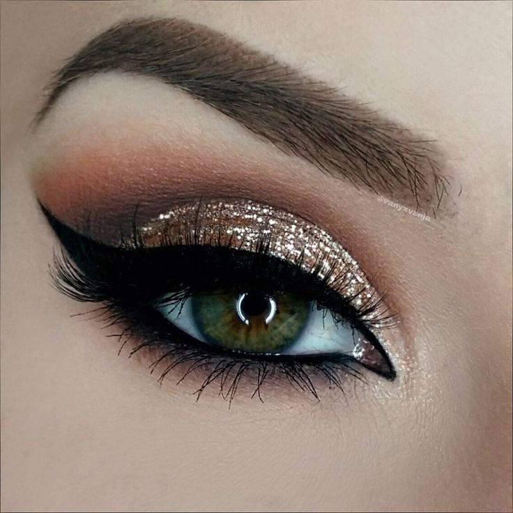 """""""15/24 Hey Dolls Today I got this super sparkly christmas look for you. After ..."""