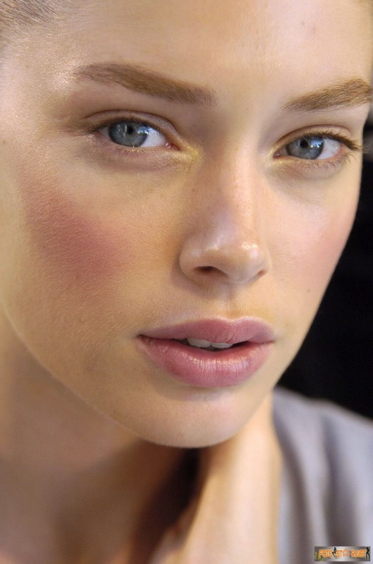 Strong pink blush! Try a cream blush for a more natural looking flush to the ski...