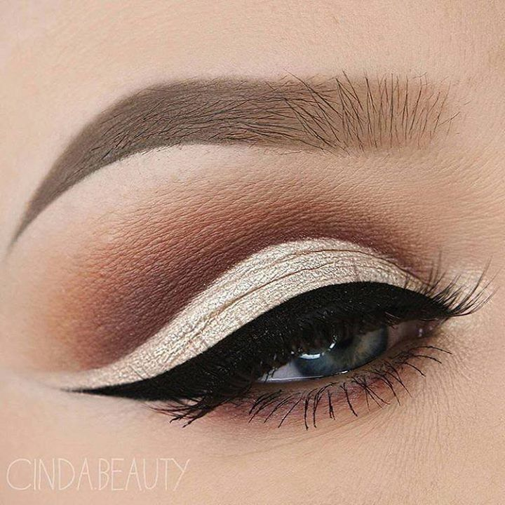 Stunning #eyemakeup using @anastasiabeverlyhills #dipbrow in Taupe and Tinted Br...
