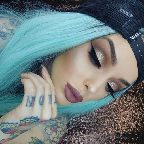 This Makeup : Photo