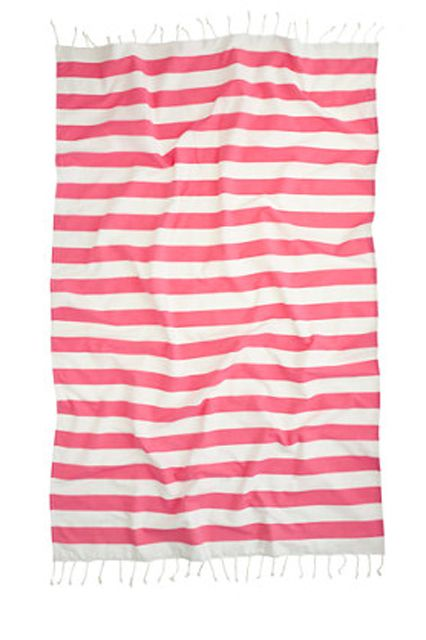 15 trendy beach towels for next-level summer style