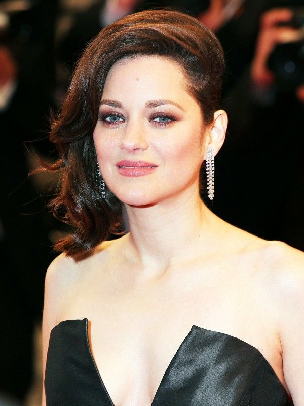 Marion Cotillard's asymmetrical hairstyle is so rocker-chic