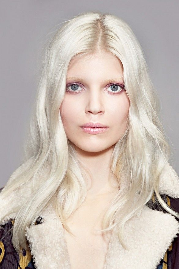 Soft, tousled waves and platinum blond